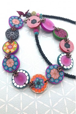 collier candy gros plan