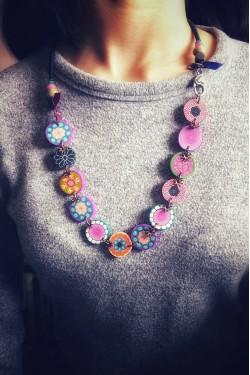 collier candy porté sur modèle