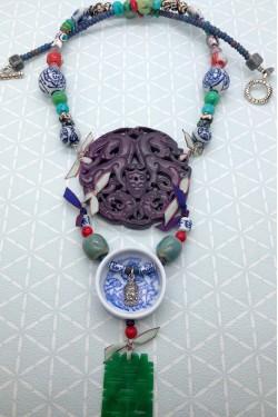 collier médaillon jade violet