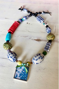 collier chinoiserie pagode