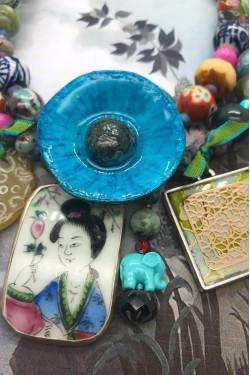 collier chinoiserie pavot bleu détail