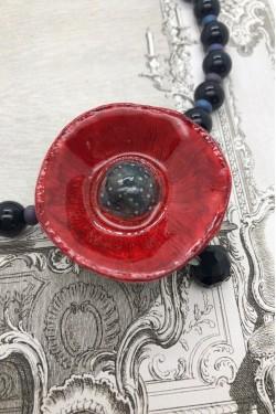 collier pavot Rouge détail